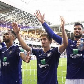 Embedded thumbnail for Le RSCA bat le Standard sur un score arsenal