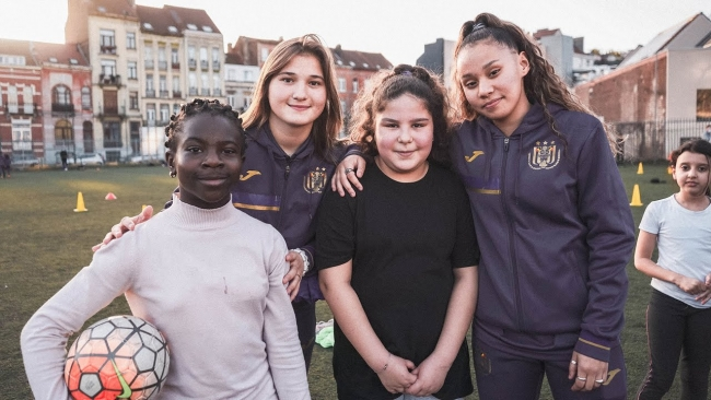 Embedded thumbnail for To more girls in football